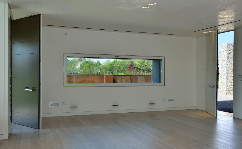 Finestre in legno e legno alluminio a treviso for Finestra a vasistas